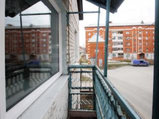 Продажа квартир: 3-комнатная квартира, Тюменская область, Заводоуковский р-н, с. Падун, Заводская ул., 15, фото 1
