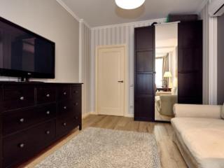 Продажа квартир: 2-комнатная квартира, Краснодарский край, Сочи, ул. Ромашек, фото 1