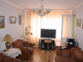 Продажа квартир: 3-комнатная квартира, республика Крым, Симферополь, Киевская ул., 122, фото 1